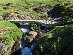 Uno de tantos puentes rotos. Este, camino de Noucreus.