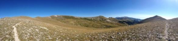 A la derecha, el Costabona (2465m) y al fondo, el Canigó.